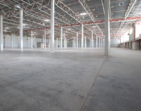 HD POWERCLEAN - Unternehmen leere große Lagerhalle - Bodenreinigung
